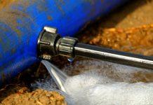 colmater une fuite d'eau sur un tuyau en fonte