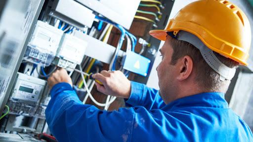 Pourquoi faire appel à un électricien professionnel